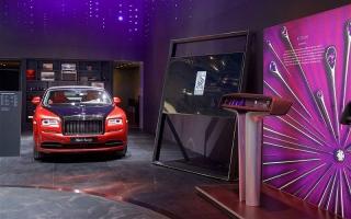 الصورة: بالصور..فانتوم الجديدة الفاخرة على منصة معرض دبي الدولي للسيارات