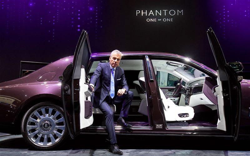 بالصور..فانتوم الجديدة الفاخرة على منصة معرض دبي الدولي للسيارات