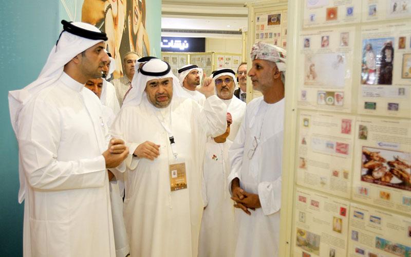 """سلطان بن أحمد القاسمي يفتتح معرض الشارقة للطوابع في """"ميغا مول"""""""