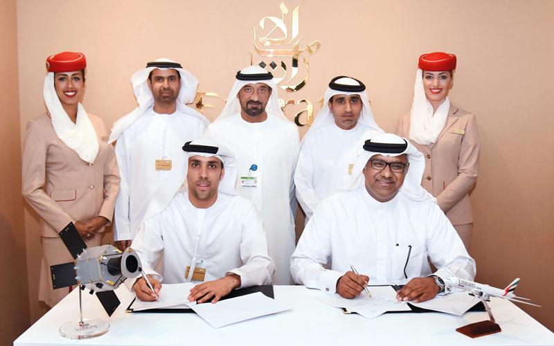 أحمد بن سعيد خلال التوقيع على الاتفاقية.   من المصدر
