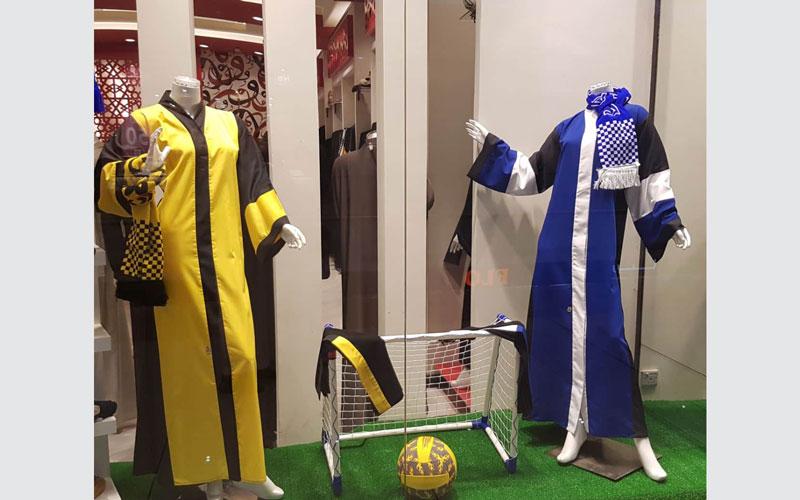 بالصور..عبايات المشجعات السعوديات تصل محلات الموضة