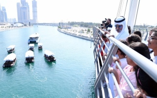 الصورة: بالصور...نهيان بن مبارك يرفع الستار عن لوحة جسر التسامح للمشاة بقناة دبي المائية