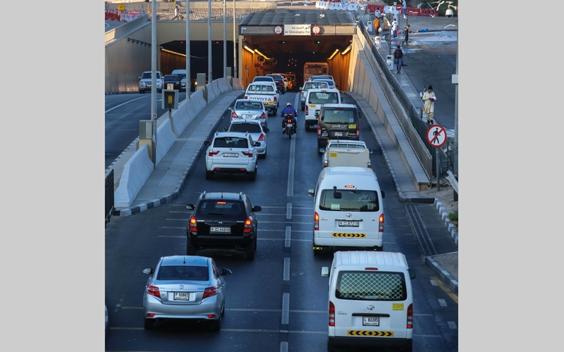 الصورة: «طرق دبي»: تقنين إصدار رخص القيادة لبعض الفئات يحدّ من الازدحام