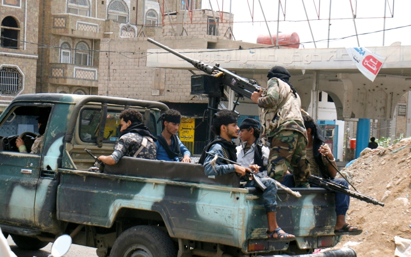 الصورة: الشرعية تبدأ قصف مواقع الميليشيات  في الأطراف الشمالية لصنعاء
