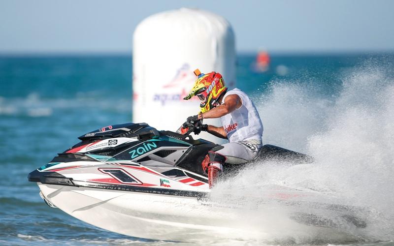 الصورة: «سباق الزمن» يدشن جائزة دبي الكبرى للدراجات المائية