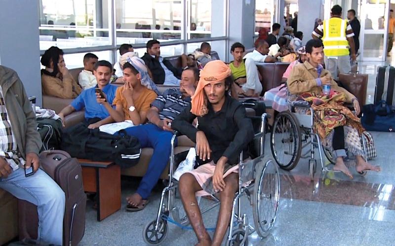 الصورة: جرحى يمنيون يعودون إلى عدن بعد العلاج في الهند على نفقة الإمارات