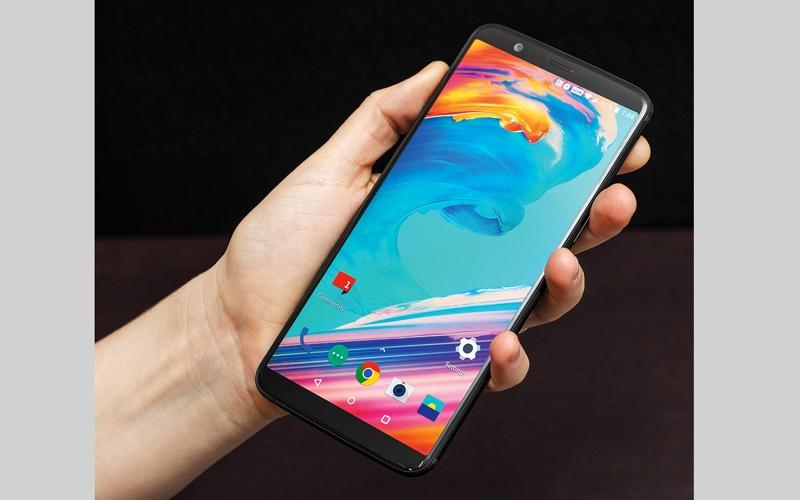 الصورة: «ون بلس» تطلق هاتف 5T OnePlus بشاشة أكبر