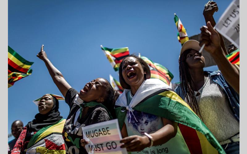 تظاهرات منادية برحيل موغابي. أ.ف.ب