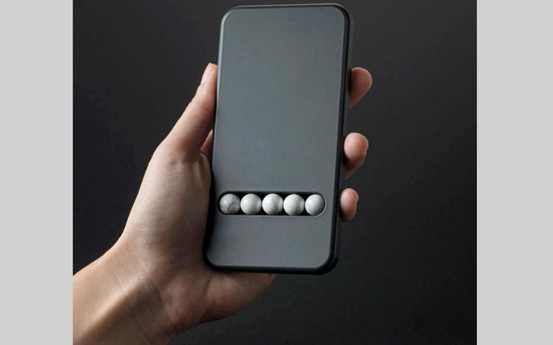 نمساوي يبتكر هاتفاً بديلاً لعلاج الإدمان على الأجهزة الذكية