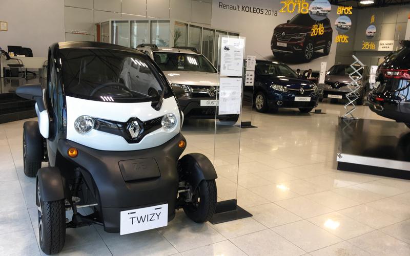ارتفاع الأسعار ونقص المعروض يعرقلان انتشار «السيارات الكهربائية» في أسواق الإمارات - الإمارات اليوم