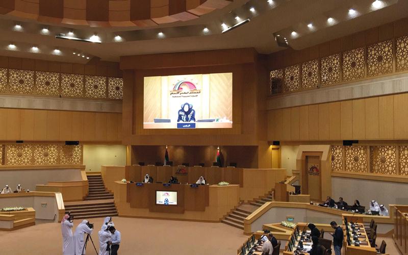 اقتراح بوضع حد أقصى لأسعار السيارات داخل الدولة - الإمارات اليوم