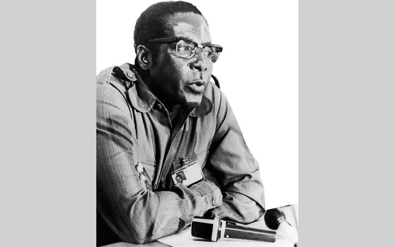 موغابي عانى الوحدة وفقدان الحنان وشظف العيش في طفولته