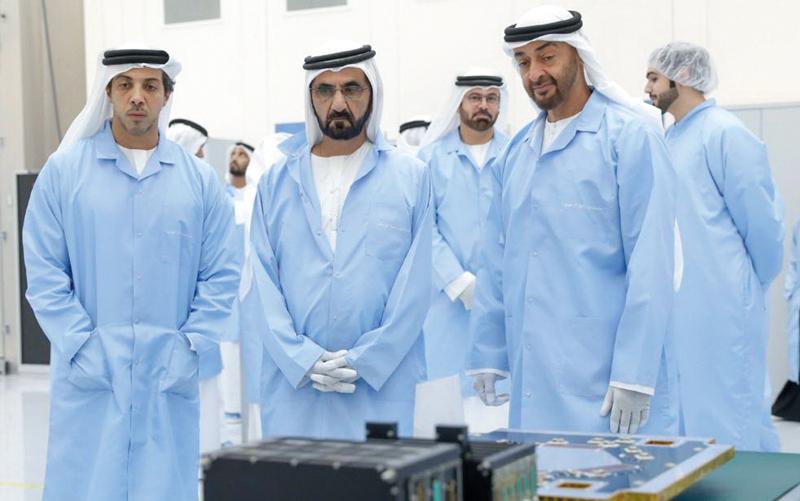 محمد بن راشد ومحمد بن زايد أطلقا برنامج الإمارات الوطني للفضاء في أبريل الماضي.  من المصدر