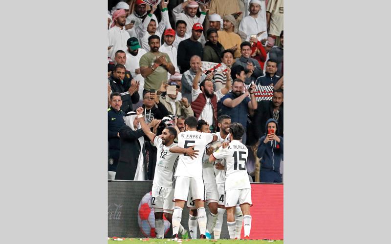 لاعبو الجزيرة يحتفلون بالفوز على أوكلاند سيتي. أ.ف.ب