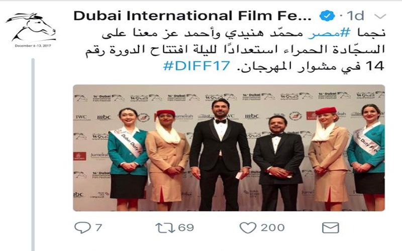 """شاهد ماذا فعل محمد هنيدي بصورة جمعته بأحمد عز في """"دبي"""" السينمائي"""