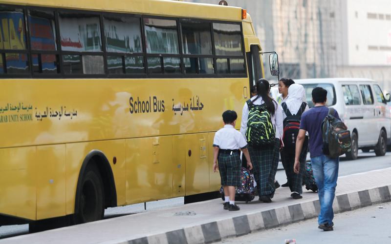 مطالب بإلزام المدارس الخاصــــــة بتزويد الحافلات بـ «الرقابة الذكية»
