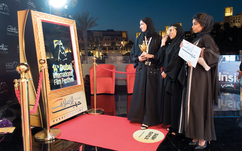 3 طالبات من جامعة زايد