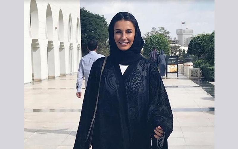 بالصور.. زوجات لاعبي ريال مدريد يزرن مسجد الشيخ زايد