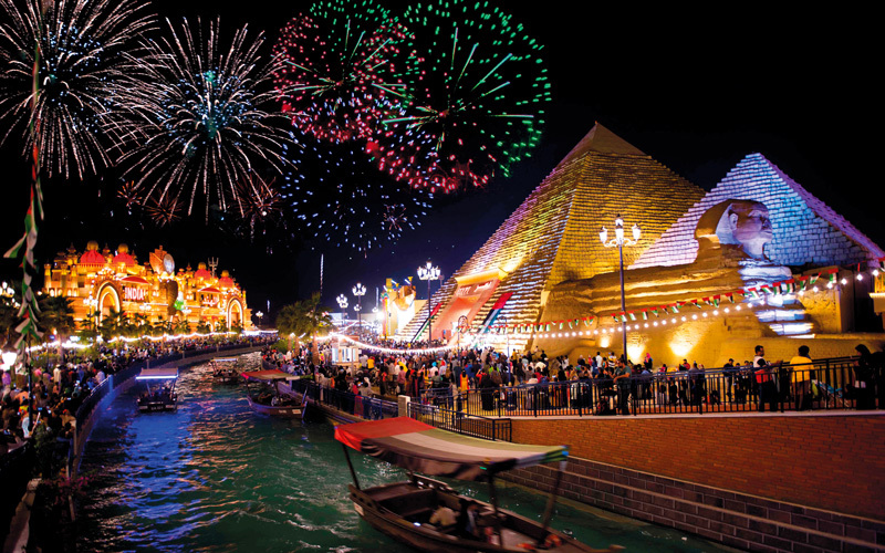ضيوف «القرية» في ليلة رأس السنة سيحظون بفرصة الاحتفال 7 مرات.  من المصدر