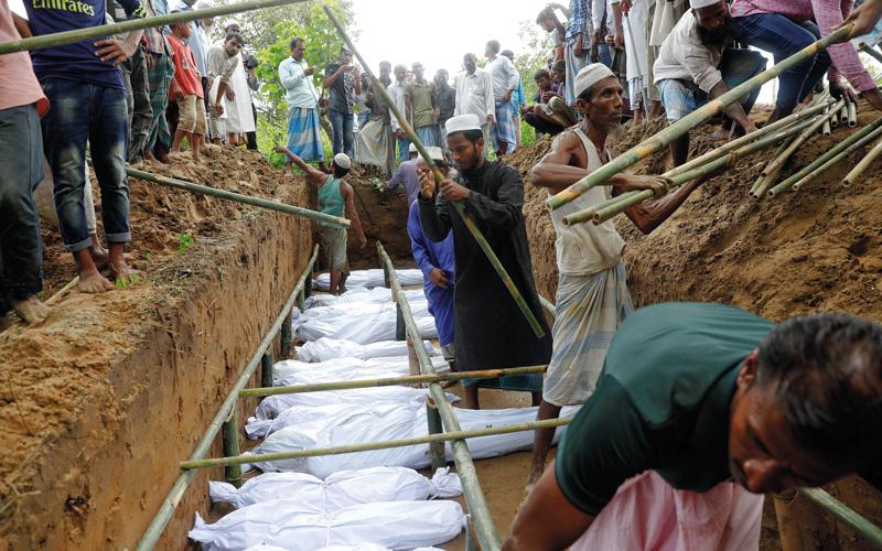 مقبرة جماعية لبعض ضحايا القتل ضد الروهينغا. رويترز