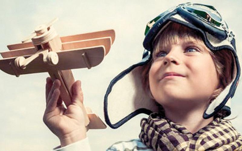 «جيمس3».. قصة الطيار الذي مات وعاد طفلاً