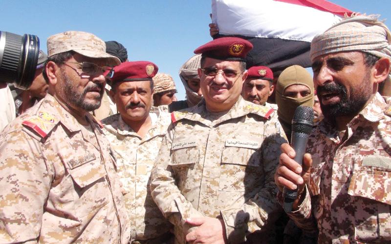 قيادات الجيش تتفقد عدداً من المناطق والقرى المحررة بمديريتي بيحان وعسيلان في شبوة.  سبأنت