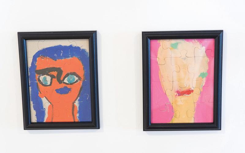 الأعمال في المعرض نفذت تحت إشراف سبعة فنانين. تصوير: أحمد عرديتي
