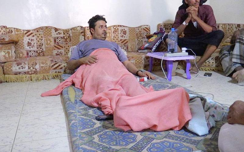 بالصور .. يد الخير الإماراتية تعيد للجريح صالح سمن الأمل وتنقذه من الشلل
