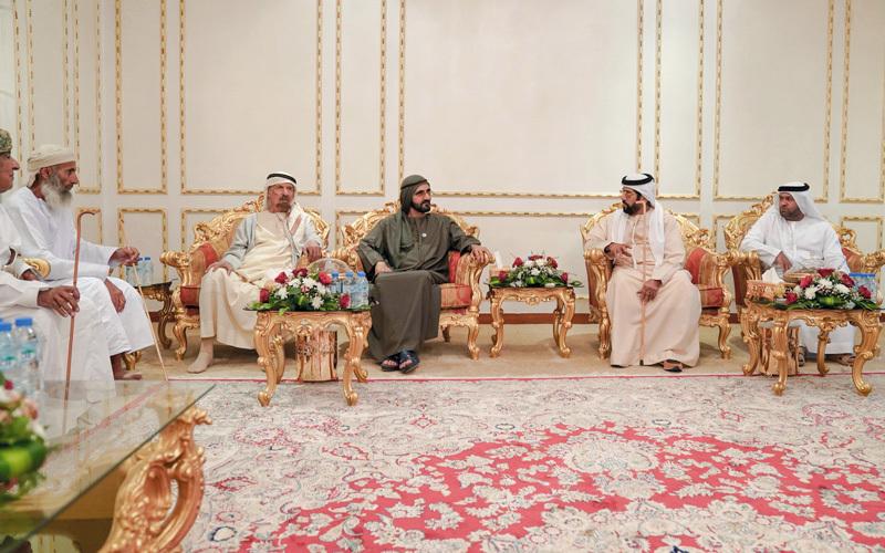 محمد بن راشد يزور أحمد السويدي ويطمئن على صحته