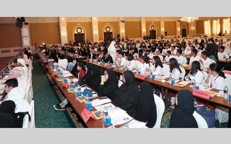 282 طالباً وطالبة من دولة الإمارات شاركوا في المحاضرة التي أقيمت بفندق «ريتز كارلتون أبوظبي» ودخلت موسوعة «غينيس». وام