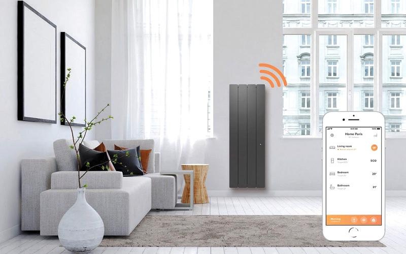 الصورة: هاتف ذكي بشاشة تغطي كامل الجهاز.. و«روبوت» يتحكم في المنزل عبر «الدردشة»