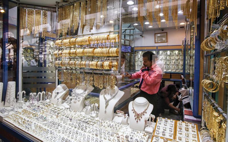 تجار: ارتفاع الأسعار و«القيمة المضافة» يبطئان مبيعات الذهب