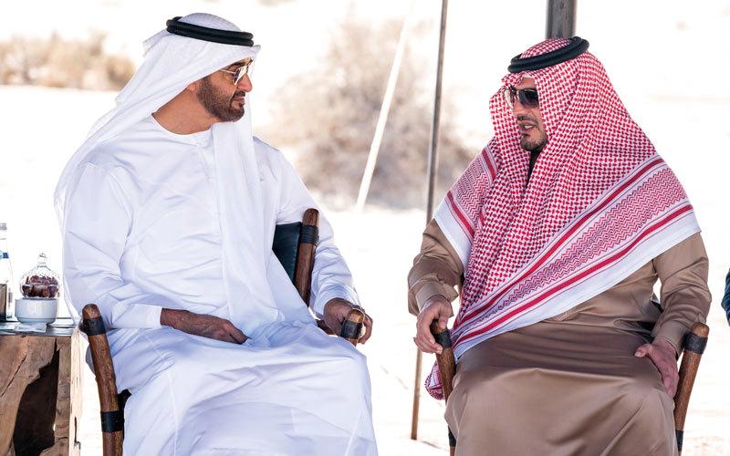 محمد بن زايد يبحث تطوير التعاون بين الإمارات والسعودية