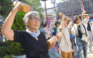 الصورة: مدينة يابانية تواجه «خرف الشيخوخة» بالتعبئة المجتمعية