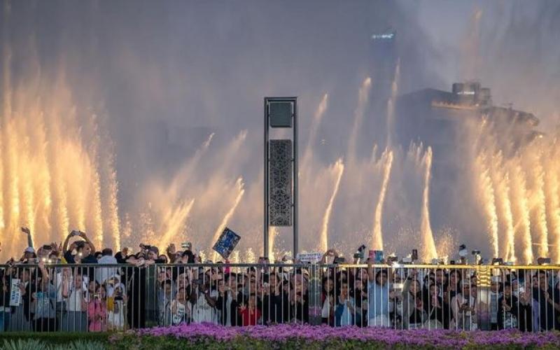 """الصورة: بالفيديو.. نافورة دبي تتراقص على أنغام """"Power"""" الكورية"""