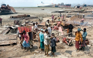 الصورة: بنغلاديش أرخص الأمكنة لإعادة تدوير السفن في العالم