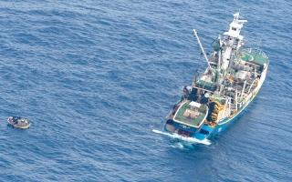 الصورة: غرق عبّارة على متنها 80 شخصاً  في المحيط الهادئ