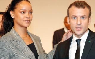 الصورة: «دعم التعليم» يجمع الرئيس الفرنسي  والمغنية ريهانا
