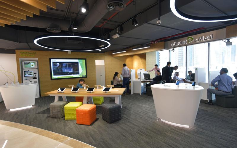 المركز يتبع الأنظمة الذكية في تسجيل وتقديم الخدمات لرواد الأعمال. تصوير: مصطفى قاسمي