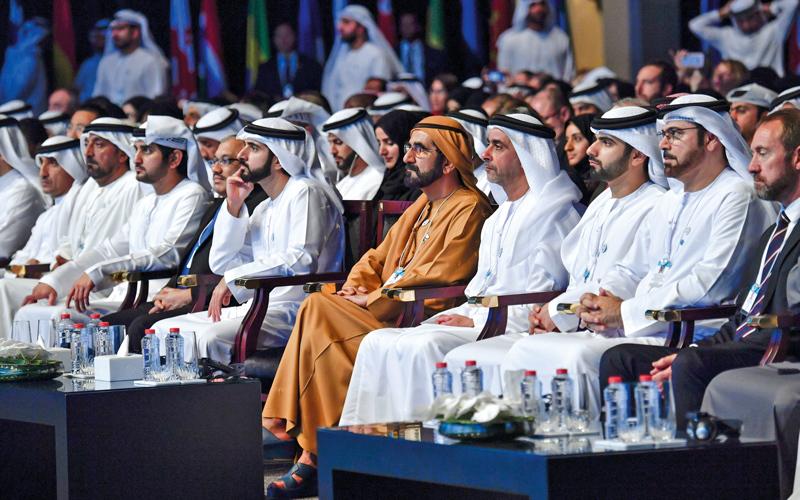 محمد بن راشد خلال حضوره الجلسة التي تحدث فيها رئيس مجموعة البنك الدولي.  من المصدر