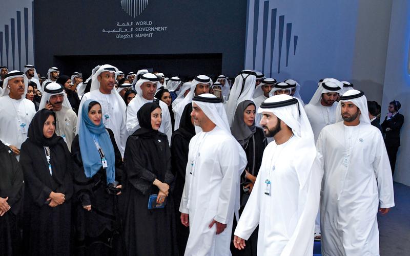حمدان بن محمد خلال إطلاق مشروعات 24 جهة حكومية لمبادرة «دبي10X». وام