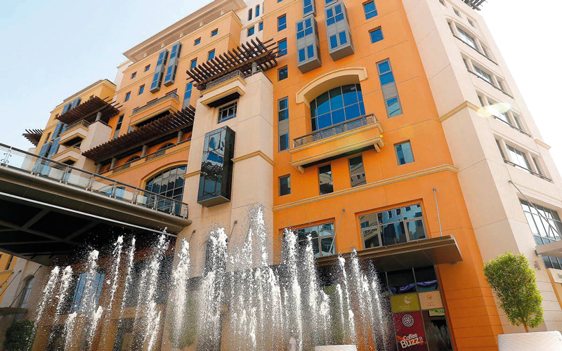 مستثمرون في دبي يمارسون 70 ألف نشاط تجاري خلال 2017 - الإمارات اليوم