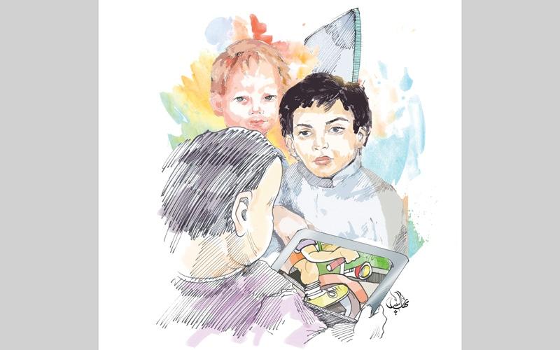 الصورة: أطفال يراجعون «الجليلة» للعلاج من سلبيات الإدمان على الأجهزة اللوحية
