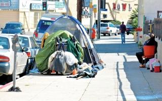 الصورة: ندرة السكن وارتفاع الإيجارات شـرّدا الآلاف في لوس أنجلوس