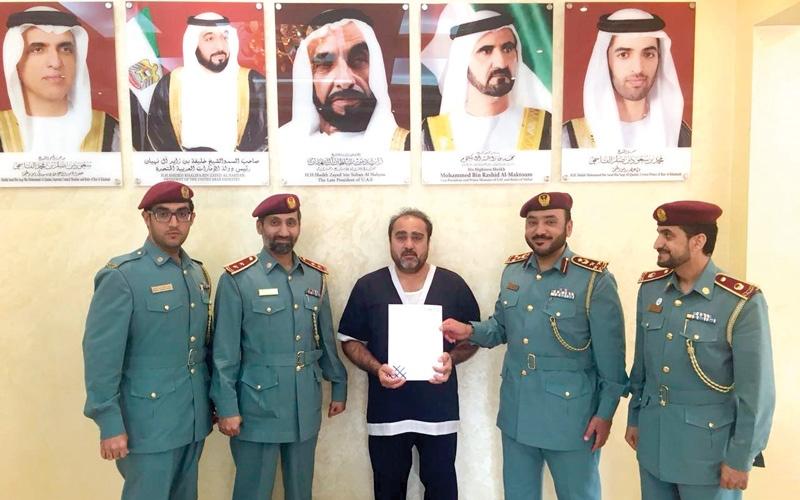 الصورة: بالفيديو..4 متبرعين يسددون الدية الشرعية عن السجين «حاجي»