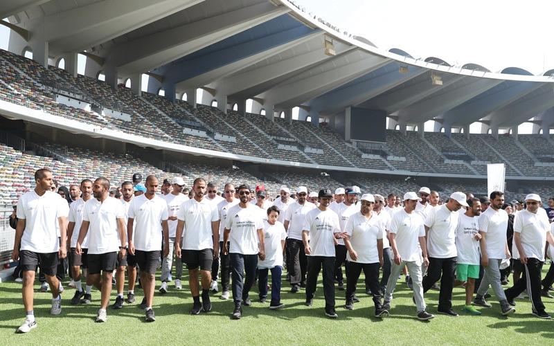 الصورة: نهيان بن زايد يتقدم مسيرة اليــــوم الرياضي الوطني «الإمارات تجمعنا»
