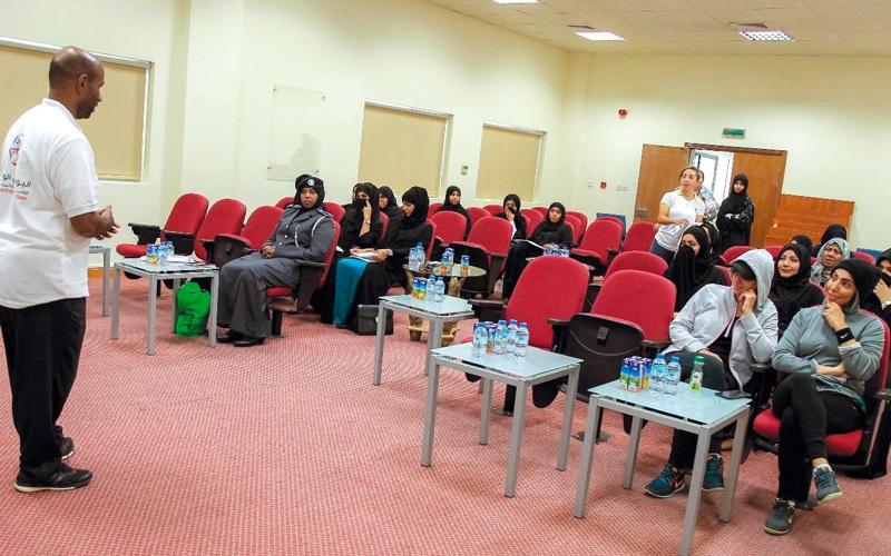 الصورة: «السعادة والإيجابية» في ورشة شرطة أبوظبي