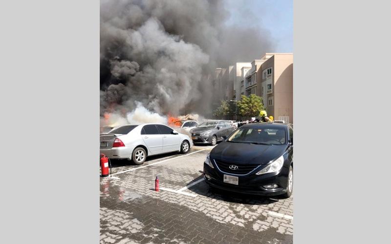الصورة: حريق في 5 مركبات بـ «ديسكفري جاردن»