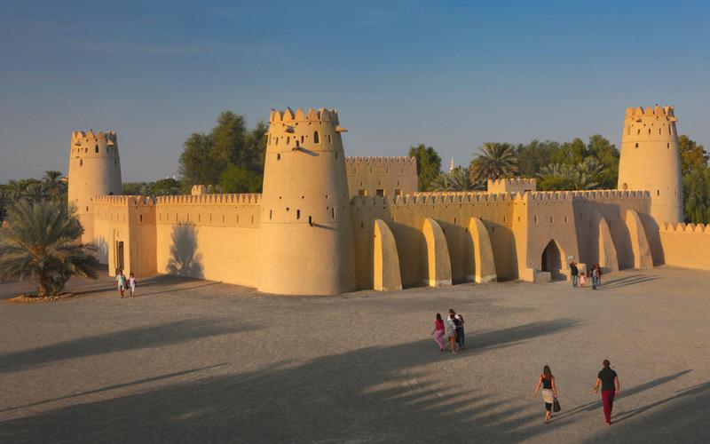 ذاكرة الأغنية الإماراتية تعود إلى قلعة الجاهلي في العين.  من المصدر