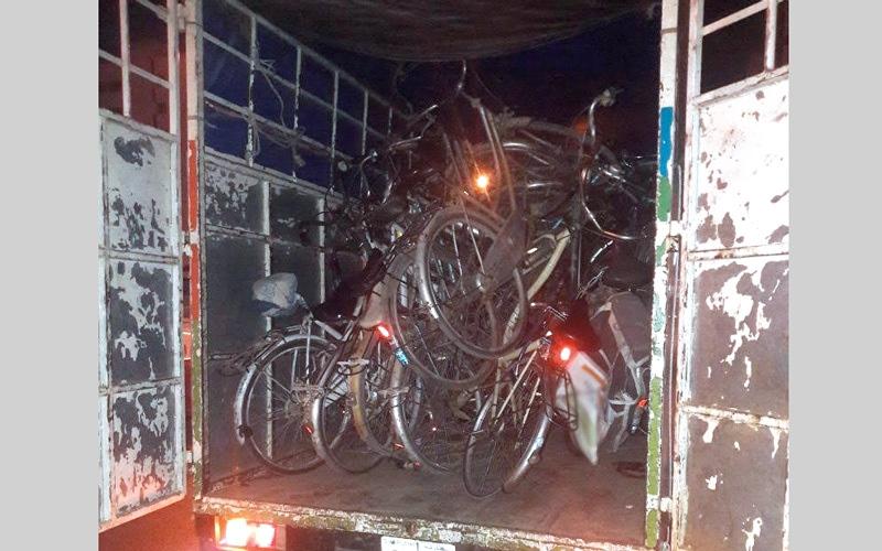 الصورة: مصادرة 94 دراجة هوائية مشوِّهة للمنظر العام في الشارقة